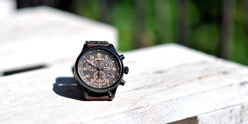 timex men's Expedition metal field placed on wood
